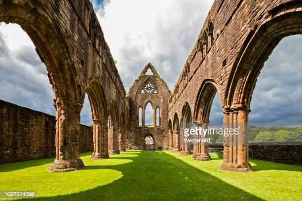 united kingdom, scotland, dumfries and galloway, sweetheart abbey - klooster stockfoto's en -beelden