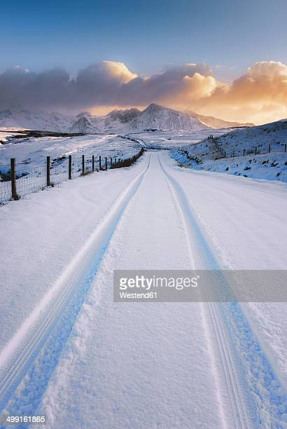 United Kingdom, Scotland, Isle of Skye, Cuillin Hills, street in the winter with tyre tracks