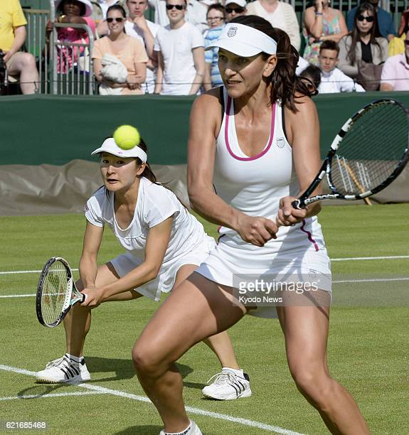 LONDON United Kingdom Shuko Aoyama of Japan and Chanelle Scheepers of South Africa play against Liezel Huber of the United States and Sania Mirza of...