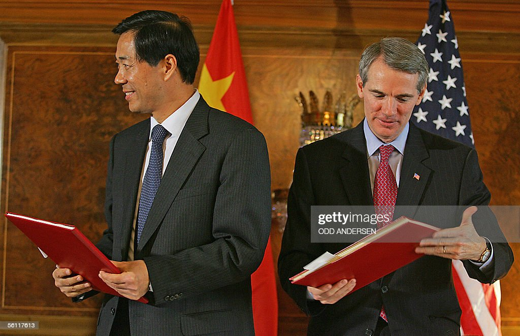 Us china textile agreement signed after three months talk photos us trade representative rob portman r and chinese minister for commerce bo xilai complete platinumwayz