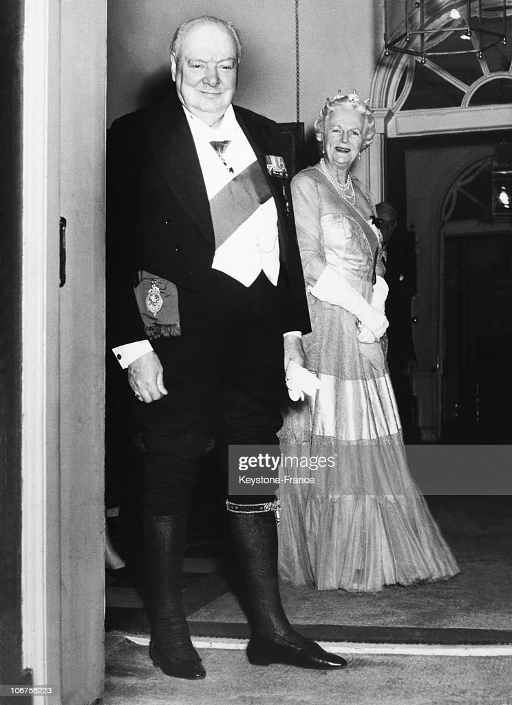United Kingdom.London.10 Downing Street. Lady Churchill And Sir Winston Churchill Wearing The Dress And Regalia Of The Order Of The Garter After The Dinner With H.M The Queen. April 1955. : News Photo