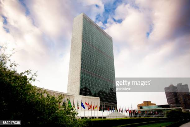united nations building in manhattan - united nations building stock pictures, royalty-free photos & images