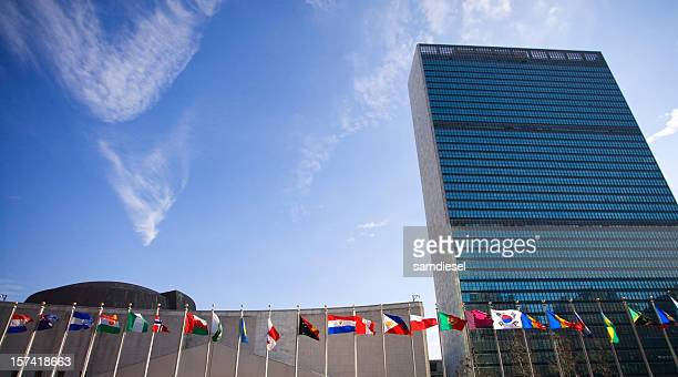 united nations building with flags - united nations building stock pictures, royalty-free photos & images