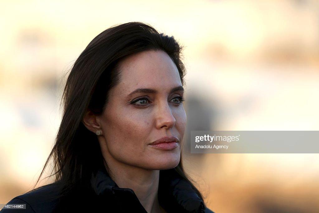 Angelina Jolie visits Ezidi refugee camp in Irak's Dohuk : News Photo