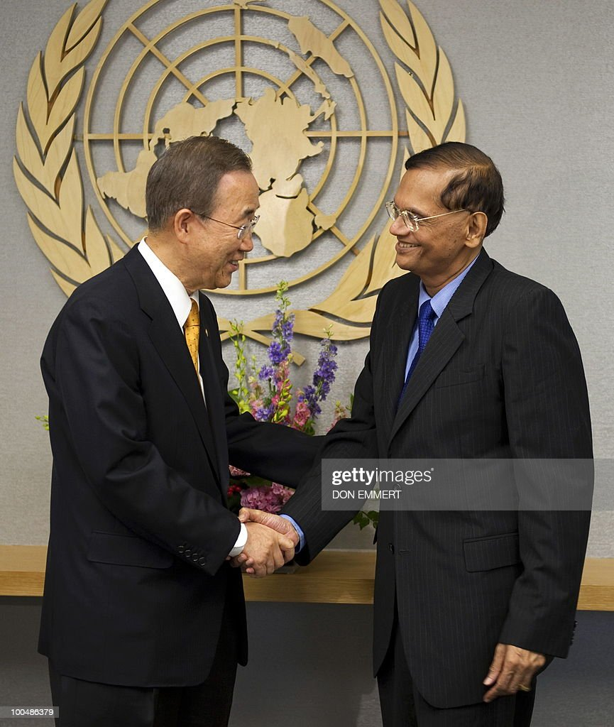 United Nations Secretary Ban Ki-moon (L) meets with Sri Lankan Foreign Minister G.L. Peiris on March 24, 2010 at the United Nations in New York.