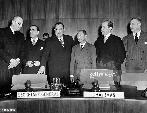 United Nations secretarygeneral Trygve Lie and members of the UN Special Committee on Palestine meet at Lake Success on January 09 1948 about the...