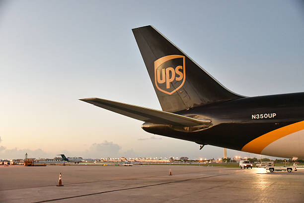 Photos et images de Operations Inside A UPS Distribution