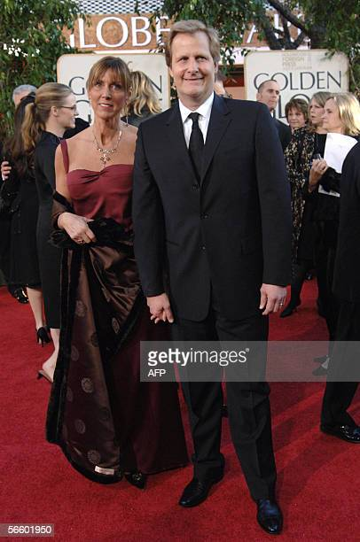 Actor Jeff Daniels arrives with his wife Kathleen Treado at the Golden Globe Awards in Beverly Hills 16 January 2006 Daniels is nominated for best...