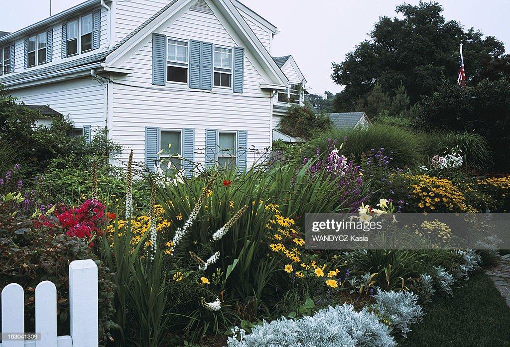 Maison Coquette Entouree D Un Jardin Fleuri A Provincetown News