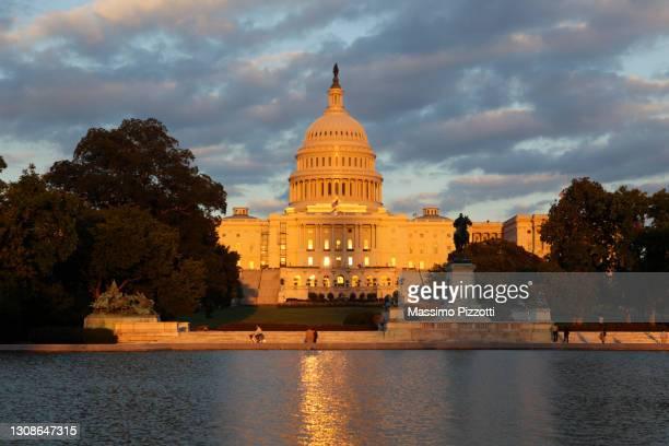 united states capitol or the congress in washington - massimo pizzotti foto e immagini stock