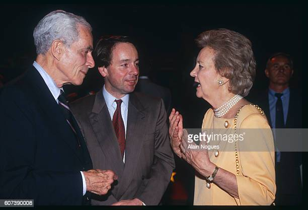 United States Democrat Senator Claiborne Pell JM Jeannessy and Katharine Graham of the Washington Post attend the gala evening for the International...
