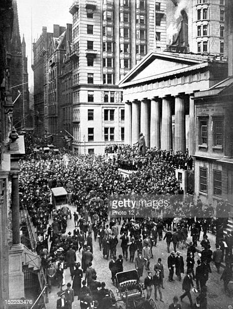 United States Financial crisis in New York The crowd in Wall Street in front of the Budget office