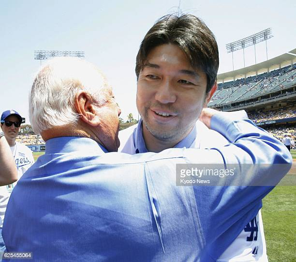 LOS ANGELES United States Former Los Angeles Dodgers manager Tommy Lasorda embraces former Dodgers pitcher Hideo Nomo before a firstpitch ceremony at...