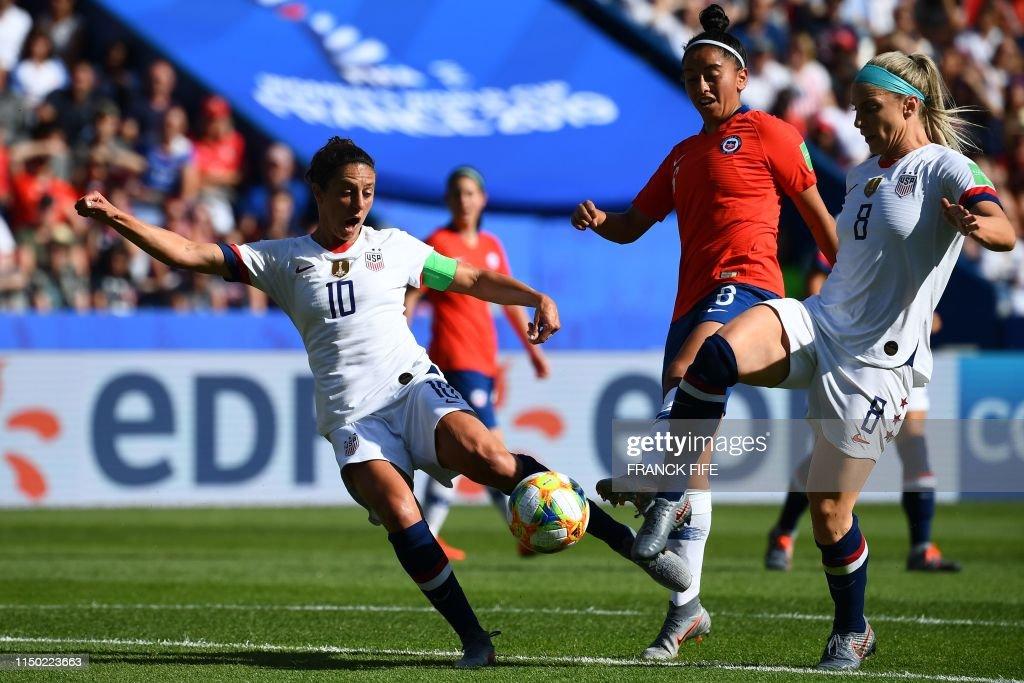 TOPSHOT-FBL-WC-2019-WOMEN-MATCH23-USA-CHI : News Photo