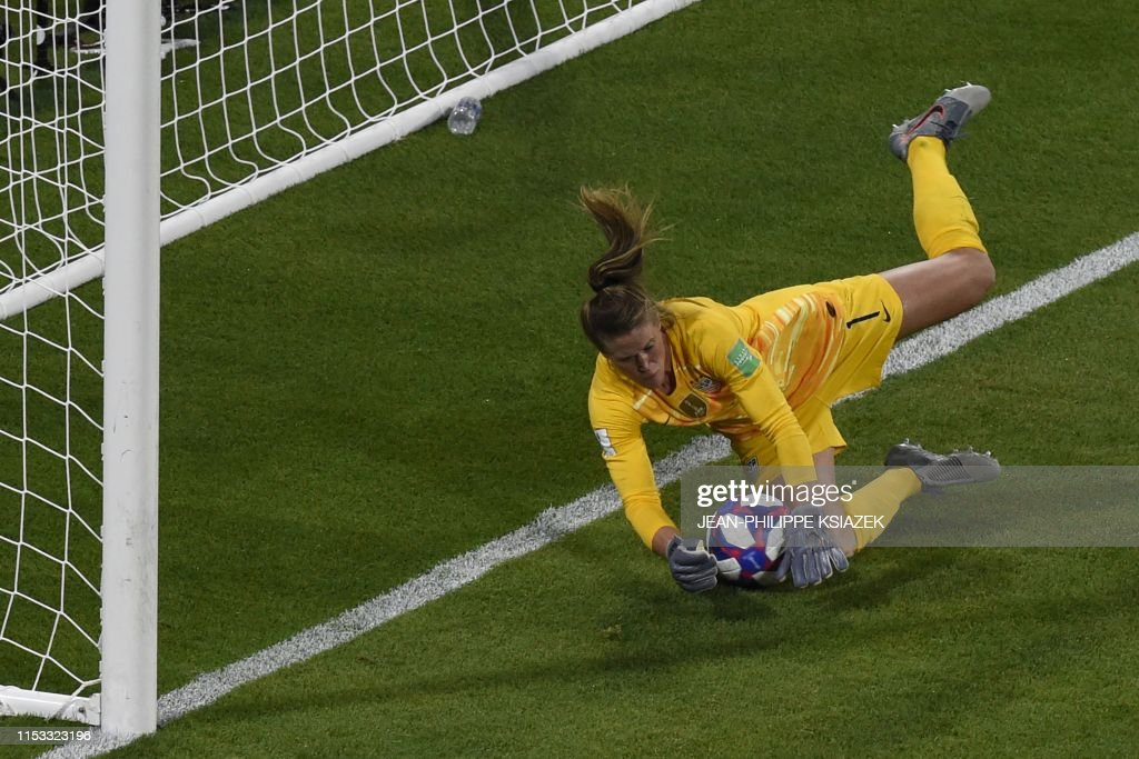 TOPSHOT-FBL-WC-2019-WOMEN-MATCH49-ENG-USA : News Photo