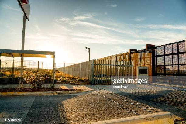 united states mexico border wall - geographical border stock pictures, royalty-free photos & images
