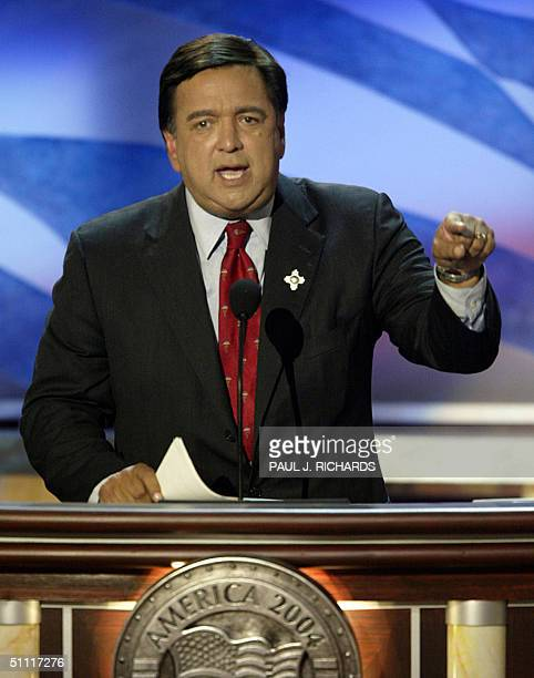 New Mexico Governor Bill Richardson introduces former US Vice President Al Gore at Democratic National Convention 26 July at the FleetCenter in...