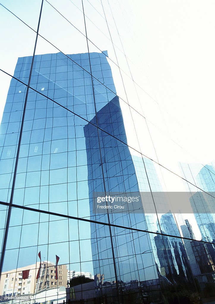 United States, New York, buildings reflected in window panes : Stockfoto