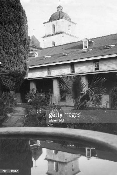 United States of America , California, Pasadena: Courtyard of the Mission San Gabriel Arcángel. - probably in the 1910s