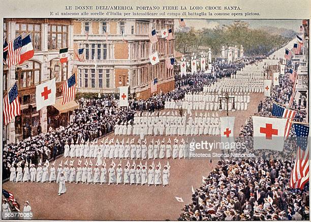 United States of America: parade of nurse volunteers of the Red Cross in departure for Europe for the First World War. Italian postcard of...
