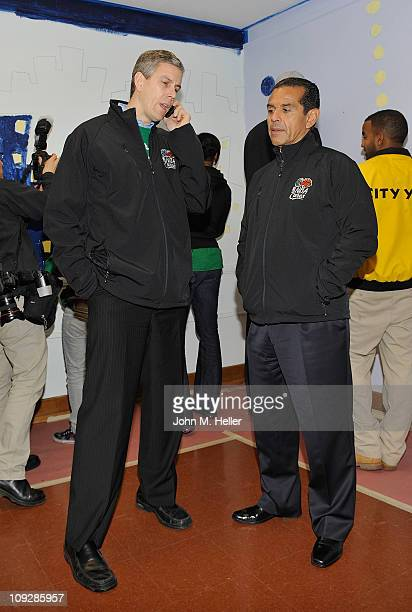United States Secretary of Education Arne Duncan and Los Angeles City Mayor Antonio Villaraigosa participate in the NBA Cares AllStar Day of Service...