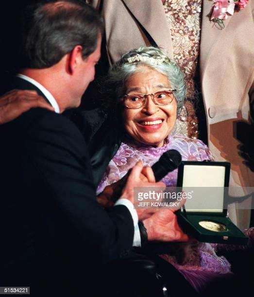 United States Vice President Al Gore presents Rosa Parks the Congessional Medal of Honor at a ceremony 28 Noember 1999 in Detroit, MI. Mrs. Parks was...