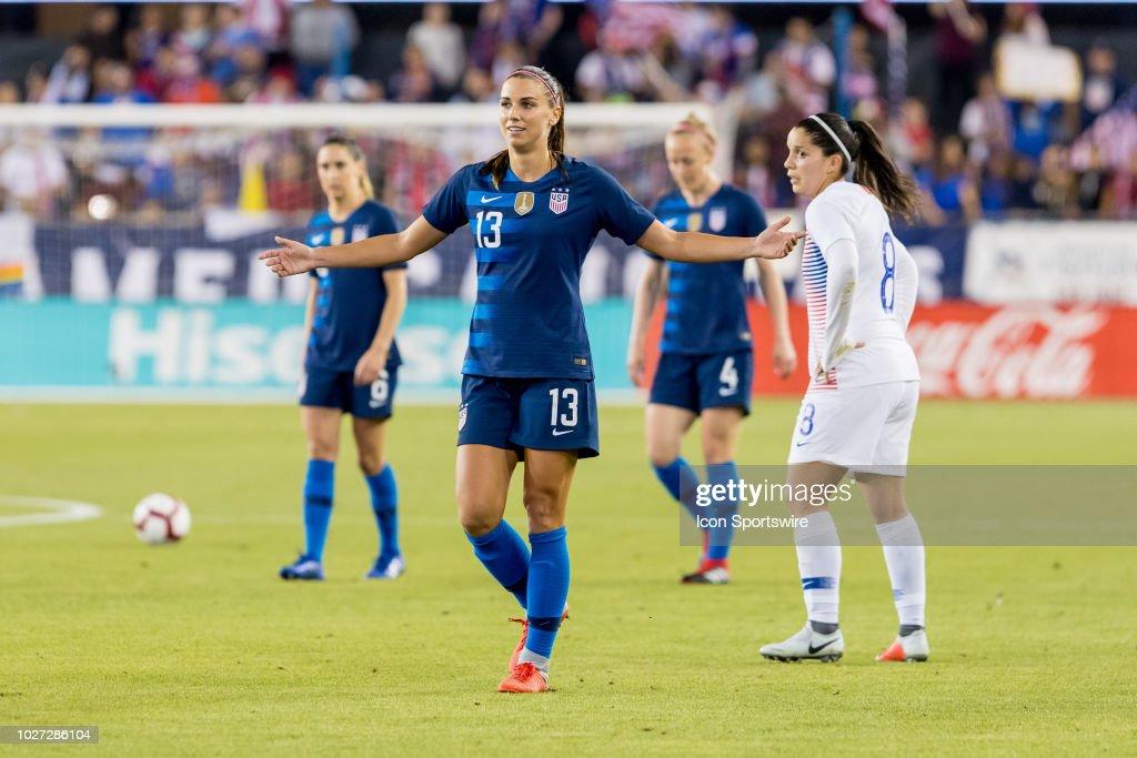 SOCCER: SEP 04 Women's - Chile v USA : News Photo