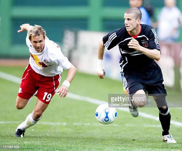 United's Joshua Gros, right, sprints past New York Red Bulls' Chris Henderson at RFK Stadium in Washington, D.C. On Sunday, April 2, 2006. The Red...