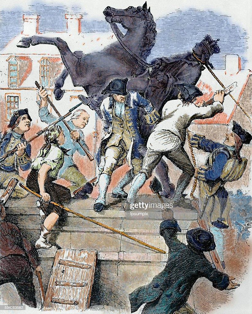 American revolutionaries toppling statue of King George III : News Photo