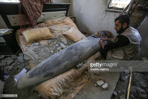 Units of the Palestinian Interior Ministry try to neutralize a missile launched by Israel that did not explode after hitting the bedroom of a house...