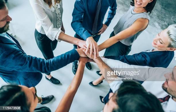 unity is their greatest advantage - mani incrociate foto e immagini stock