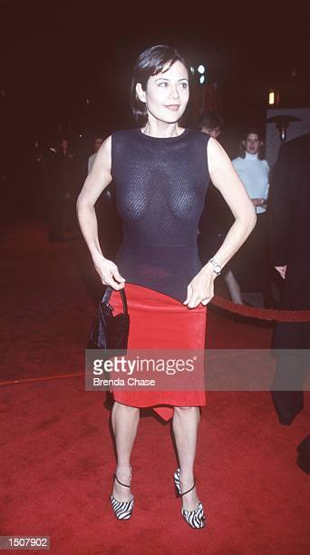 Universal City CA Catherine Bell reveals herself at the premiere of EDtv