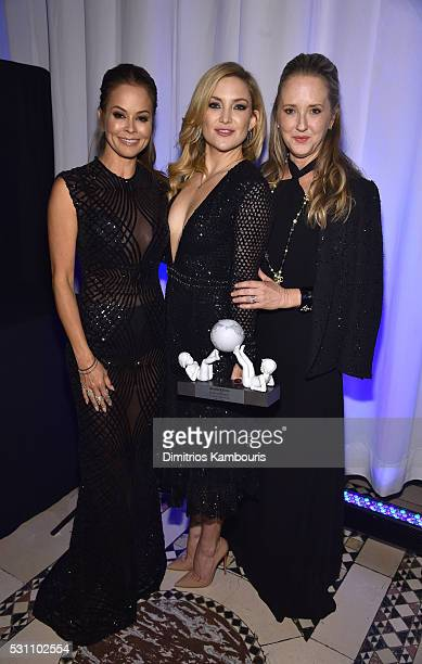 Universal Smile Award Recipient actress Kate Hudson poses with her award and TV personality Brooke BurkeCharvet and NBC Entertainment President...