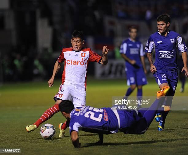 Universidad de Chile's Francisco Castro vies for the ball with Robert Herrera of Uruguayan Defensor Sporting during their Libertadores Cup football...