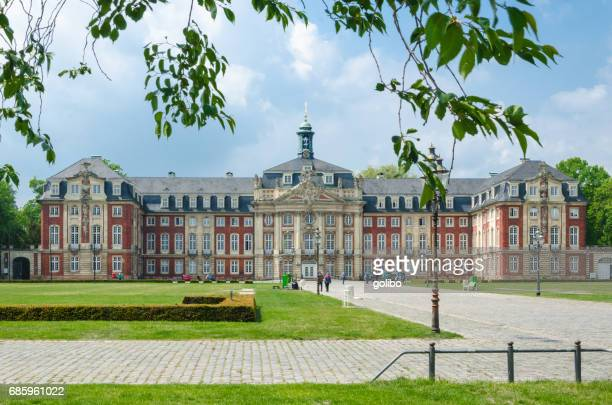 Universidad edificio fachada de Schloss Münster en North Rhine Westphalia, Germany con espacio de copia
