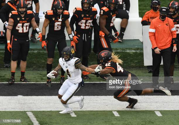University of California Golden Bears WR Nikko Remigio avoids a tackle by Oregon State Beavers ILB Doug Taumoelau on a kick return during a PAC-12...