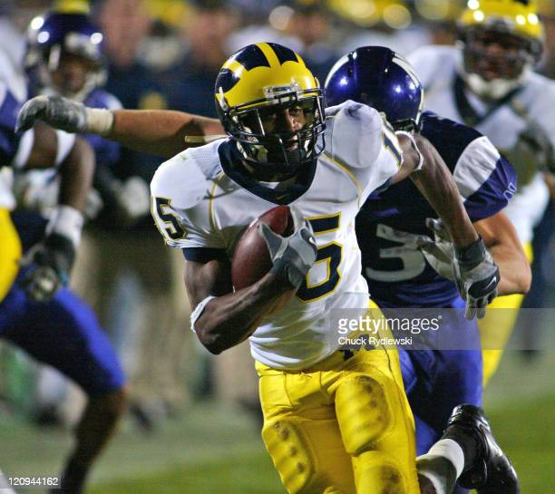 University of Michigan Wolverines' WR Steve Breaston heads towards the Northwestern goal line after catching a Chad Henne pass during their game...