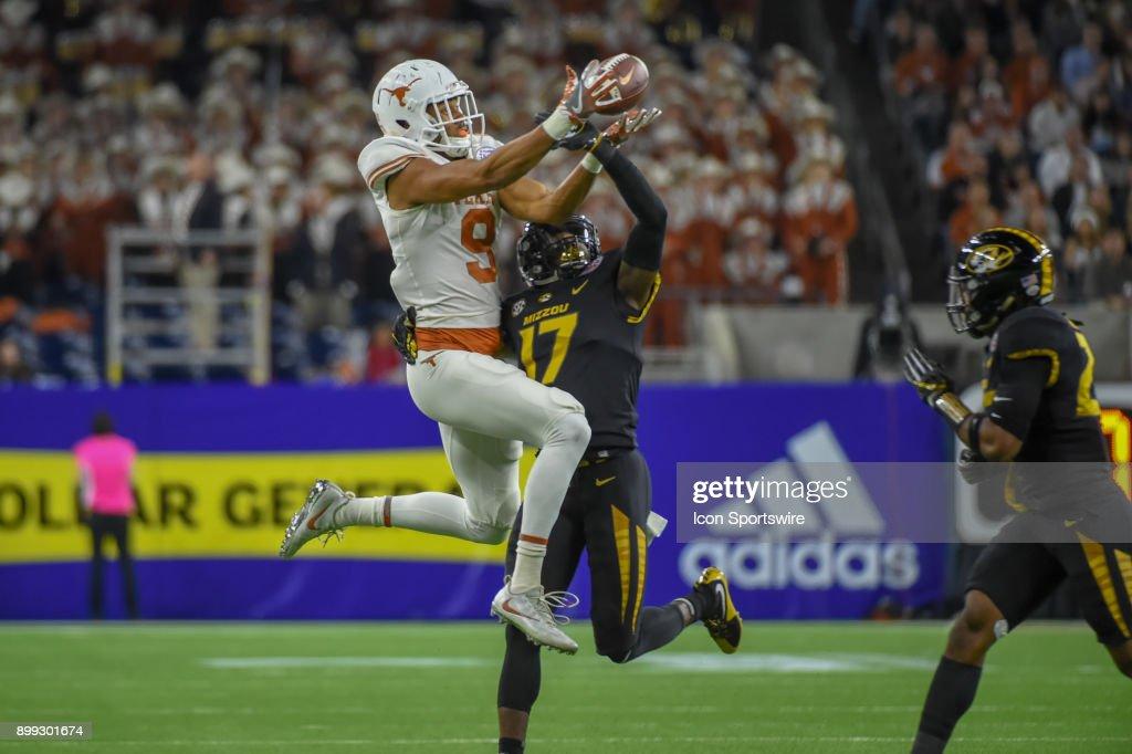 COLLEGE FOOTBALL: DEC 27 Texas Bowl - Texas v Missouri : News Photo