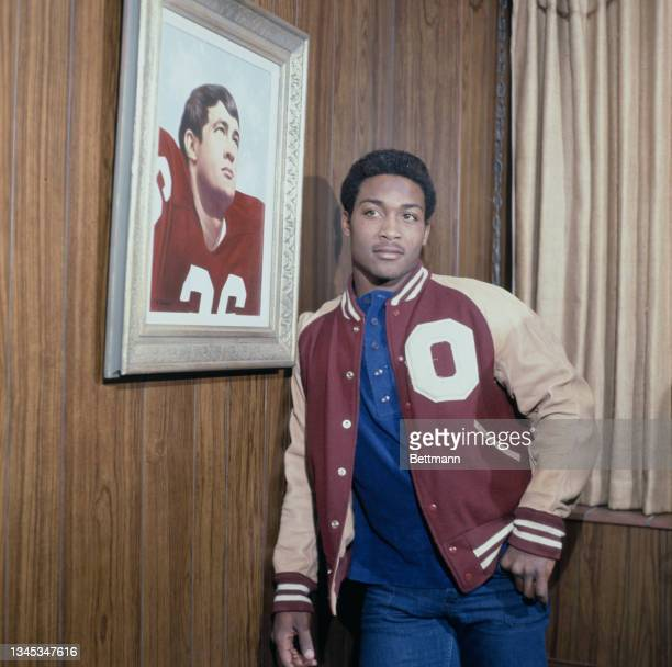 University of Oklahoma running back Greg Pruitt lean near the portrait of football player Steve Owens, Norman, US, 22nd November 1971.