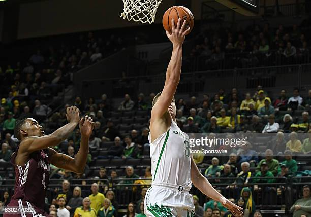 University of Oregon freshman guard Payton Pritchard drives to the basket for a layup during a nonconference NCAA basketball game between the...