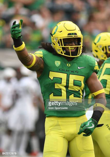 University of Oregon ILB Kaulana Apelu reacts to the Ducks' scoring on the opening kickoff during an NCAA football game between the Southern Utah...