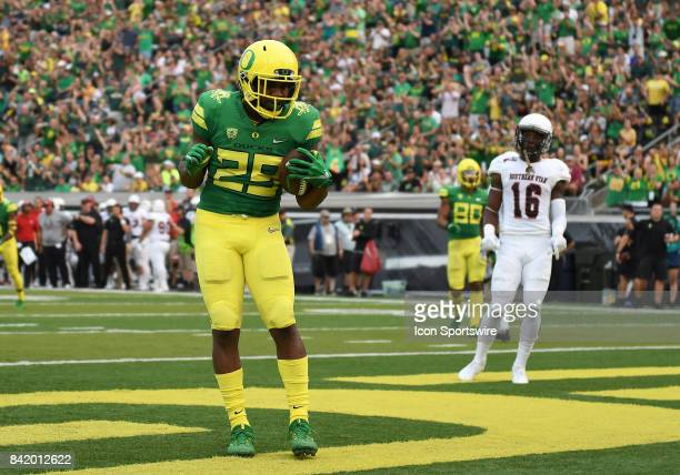 University of Oregon RB Kani Benoit celebrates a touchdown in the first quarter that put the Ducks up 217 during an NCAA football game between the...