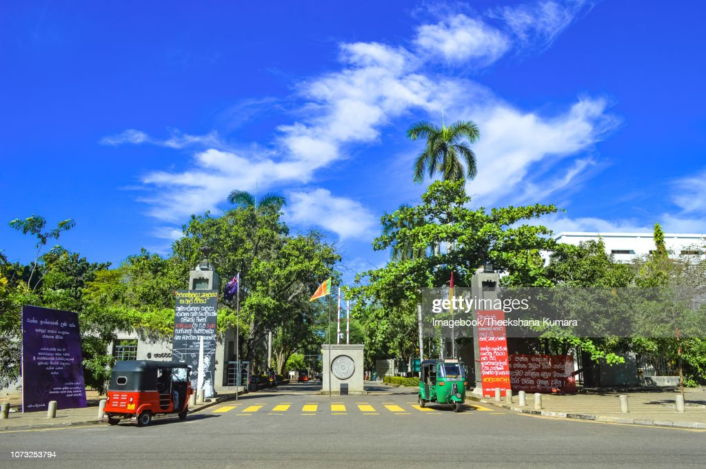 Girls in Sri Jawewardenepura Kotte