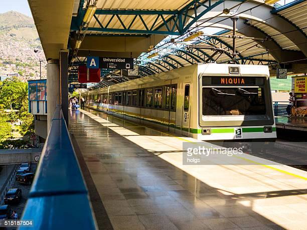 Universidad de la estación de Metro Medellín