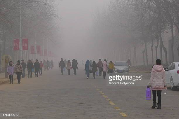 CONTENT] University students brave heavy air pollution in Henan Province China