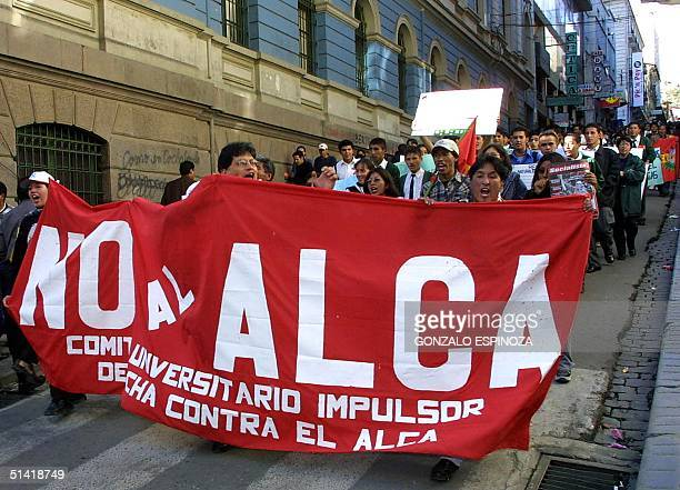 University students carry out a march in La Paz in rejection to the plans to create a free trade zone 17 October 2002 Estudiantes universitarios...