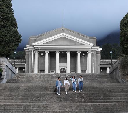 University students having a break between classes. - gettyimageskorea