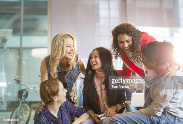 Universität Studenten sprechen