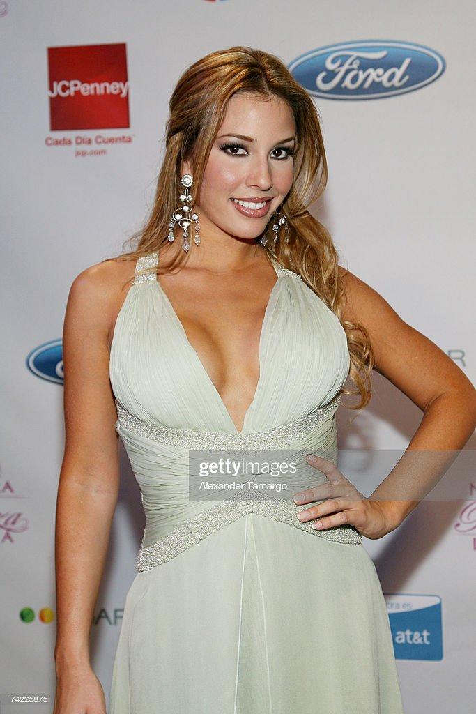 Univisions Nuestra Belleza Latina Finalist Elizabeth Lopez Poses