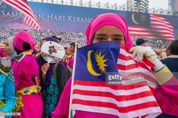 unknown girl behind national flag of malaysia. - shaifulzamri stock pictures, royalty-free photos & images